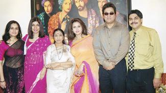 Padmini Kolhapure, Dr. Rishma Pai, Asha Bhosale, Poonam Dhillon and Dr. Hrishikesh D. Pai
