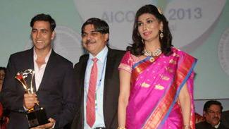Akshay Kumar, Hrishikesh Pai and Rishma Pai